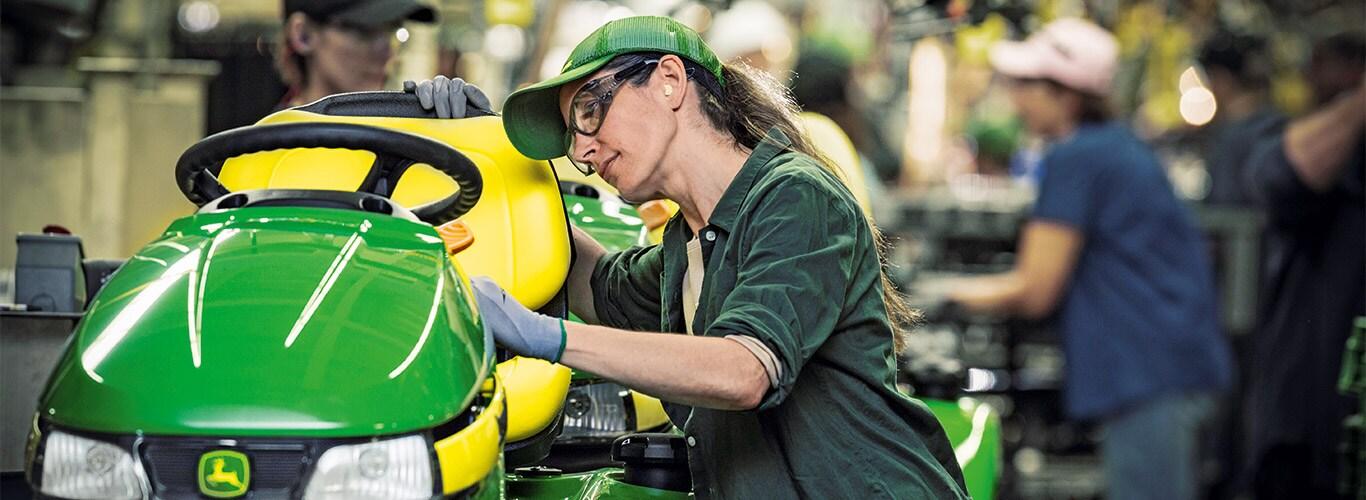 Privatkunde, Werk, Fertigungslinie, Aufsitz-Rasenpflegemaschinen, Detail