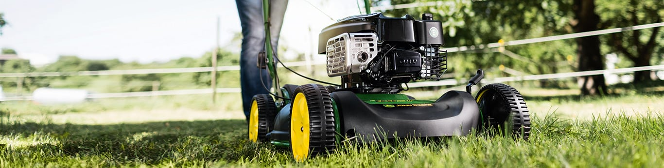 Erhältlich für nahezu alle John Deere Rasenmäher Das optionale Mulch-Kit eignet sich für nahezu alle handgeführten Rasenmäher