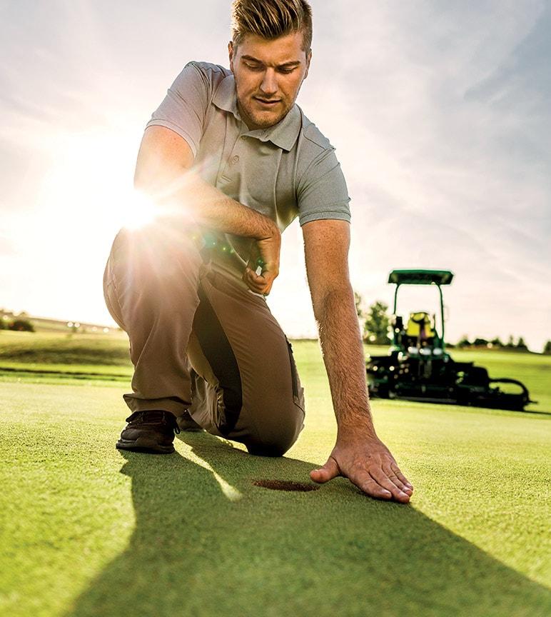 Arbeit. Perfekt gemacht. Golf- und Sportplatzpflege