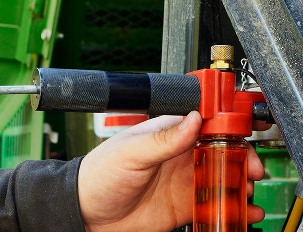 Regelmäßige Ölproben und -analysen eignen sich hervorragend zur Kontrolle des technischen Zustands einer Maschine