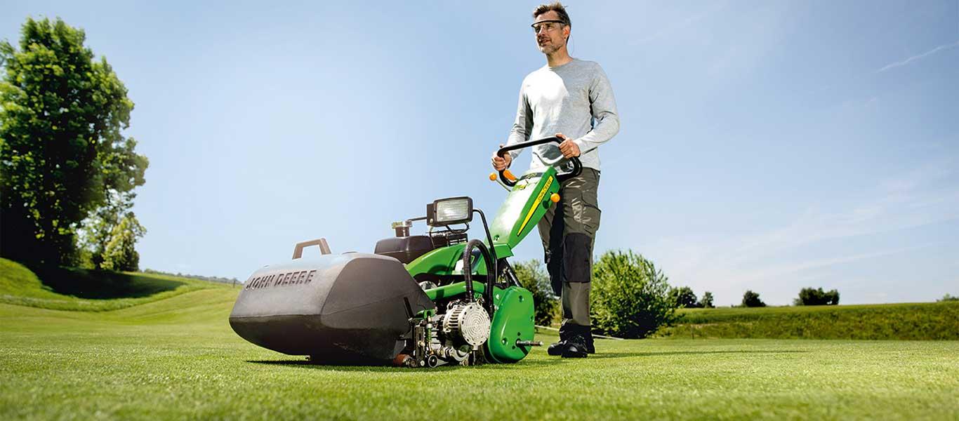 220, Golfplatz, handgeführte und Triplex-Green-Mäher, Golf- und Sportplatzpflege